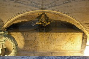 Raphael's sarcophagus: they say he died from excessive sex with Luti
